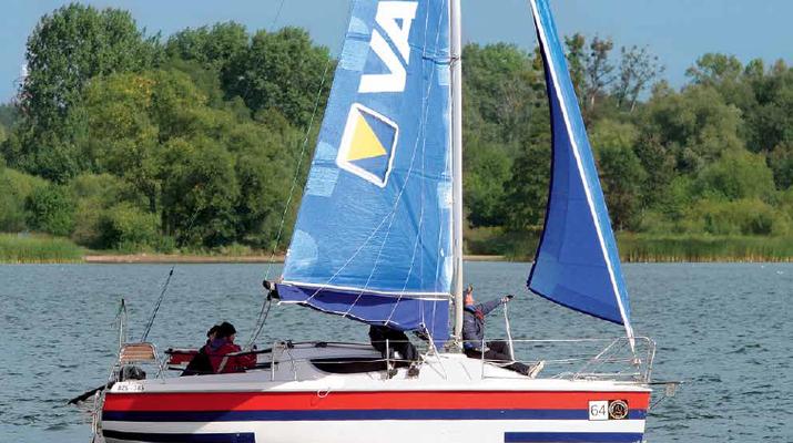 Porady żeglarskie: grot czy fok? Gdy mocniej zaczyna wiać...